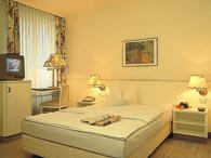 marlikon gardinen sonnenschutz vorhang raumausstatter. Black Bedroom Furniture Sets. Home Design Ideas